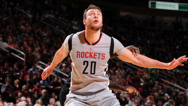 Three-team deal voided after Donatas Motiejunas fails physical - IMAGE