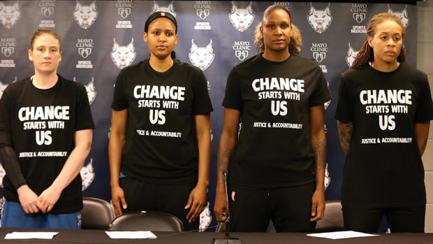 Minneapolis cops walk out of Lynx game over players' comments, shirts - IMAGE