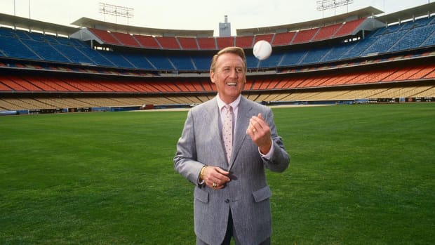 Vin Scully pens letter to fans ahead of final game -- IMAGE