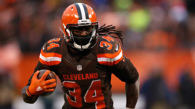 isaiah-crowell-browns-officer-throat-slit-photo.jpg