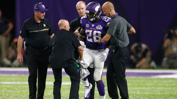 Adrian Peterson has torn meniscus, may play Sunday - IMAGE
