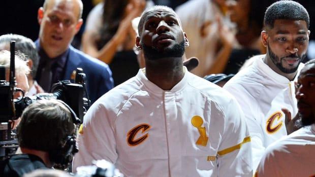 LeBron James gives $2.5 million for Smithsonian Ali exhibit - IMAGE