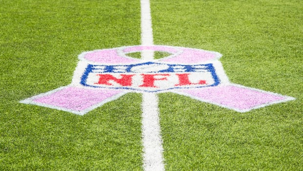 annie-apple-breast-cancer-awareness-new-york-giants.jpg