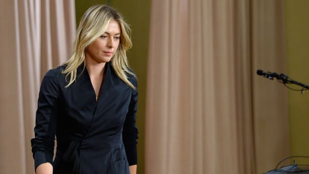maria-sharapova-head-extends-contract.jpg