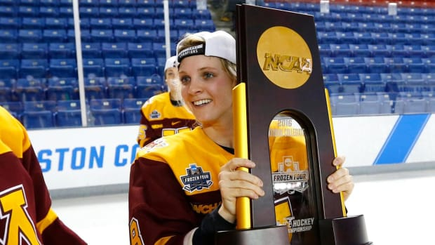 Amanda Kessel signs one-year deal with NHWL's New York Riveters--IMAGE