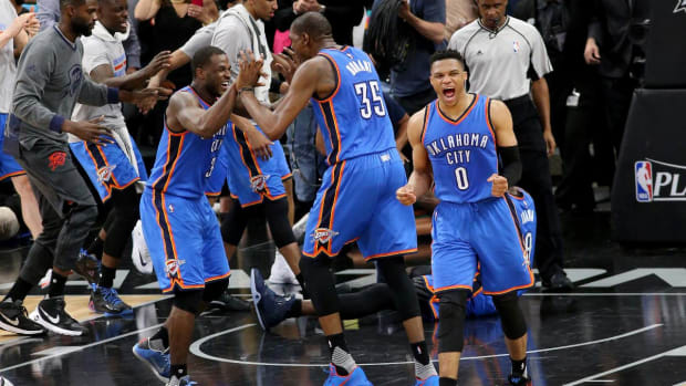Thunder hold off Spurs in controversial Game 2  - IMAGE