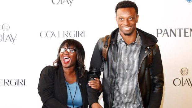 Eli Apple's mom, Annie, lands gig with ESPN - IMAGE