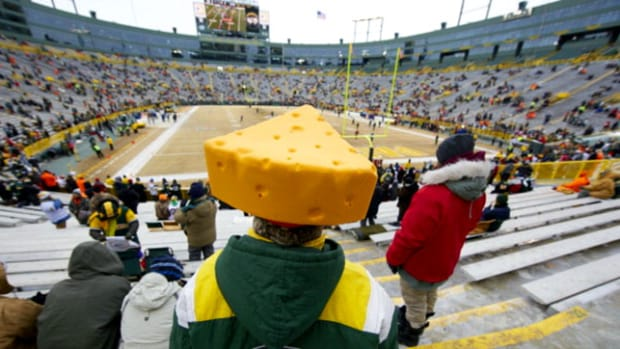 green-bay-packers-cheeseheads.jpg