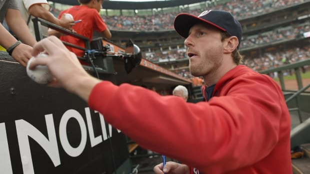 Max Scherzer plays catch with Mets fan, turns him into 'Max fan' - IMAGE