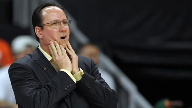 Wichita State head coach Gregg Marshall charges refs at exhibition - IMAGE