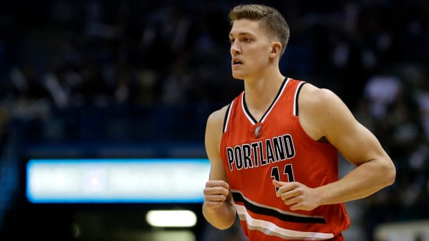 portland-trail-blazers-meyers-leonard-re-signs.jpg