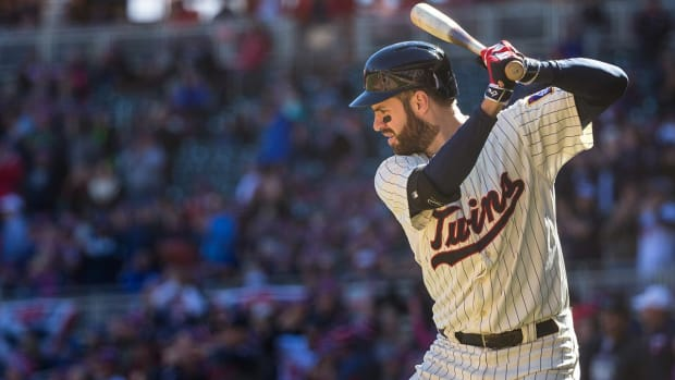 Twins' Joe Mauer cites concussion symptoms for blurred vision at plate -- IMAGE