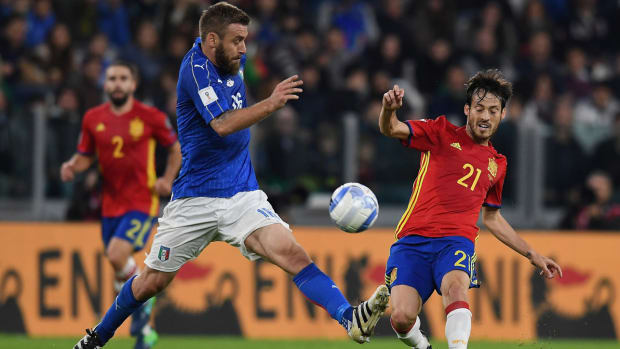de-rossi-italy-spain-world-cup-qualifying.jpg