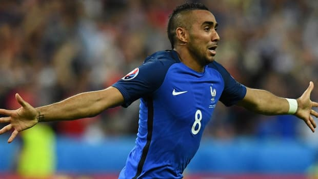France beats Romania to kick off EURO 2016 - IMAGE