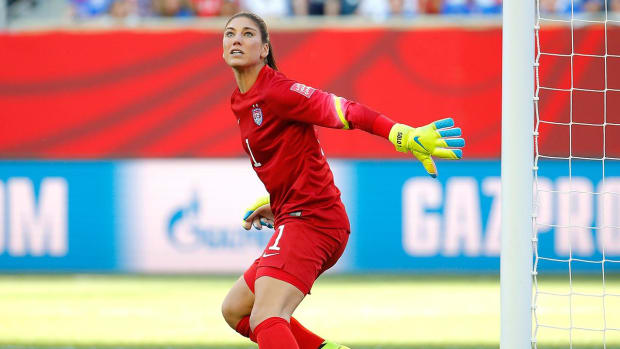 Hope Solo undergoes shoulder replacement surgery IMAGE