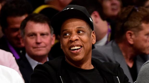 Did Jay-Z take Kobe Bryant's final game ball home?  -- IMAGE