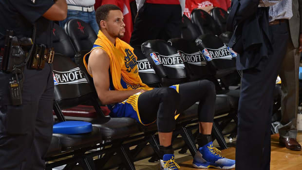 Curry shoots at Warriors practice, not ruled out for Game 2 - IMAGE