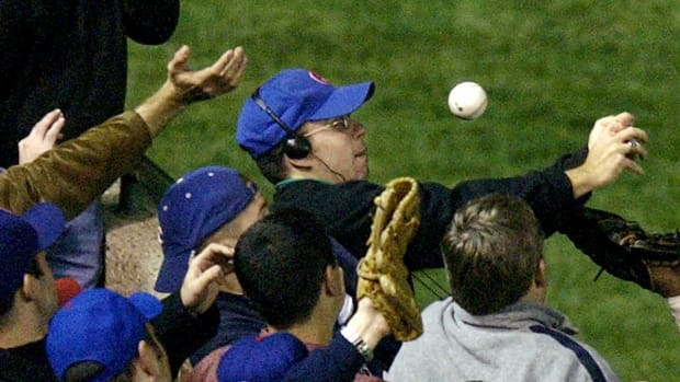 Steve Bartman 'overjoyed' with Cubs, but won't be at parade -- IMAGE