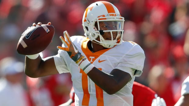 joshua-dobbs-tennesee-college-football-odds.jpg
