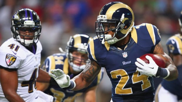Former Dolphins, Rams RB Isaiah Pead in critical condition after crash--IMAGE