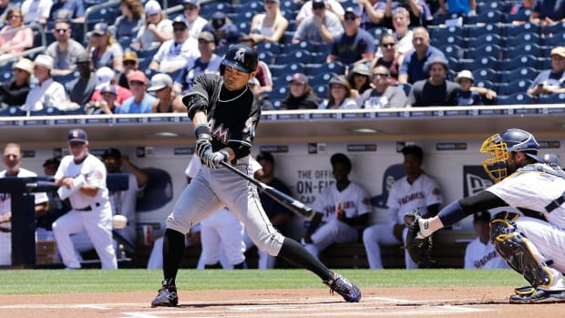 Ichiro breaks Pete Rose's career record with 4,257th hit--IMAGE