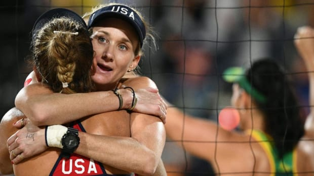 Kerri Walsh Jennings, April Ross defeated in beach volleyball semis -- IMAGE