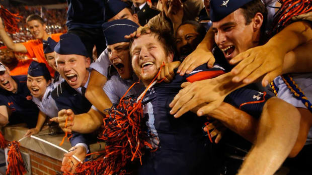 Auburn defeats LSU after officials overturn game-winning touchdown -- IMAGE