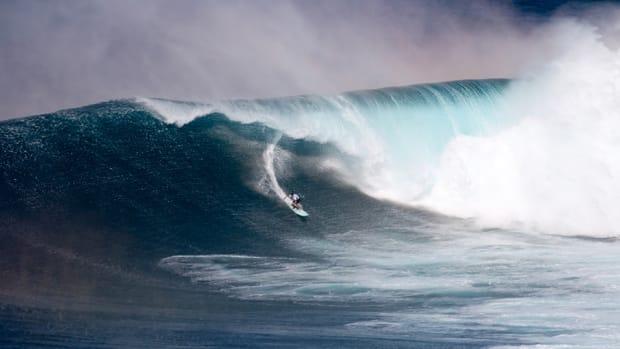 ian-walsh-jaws-surfing.jpg