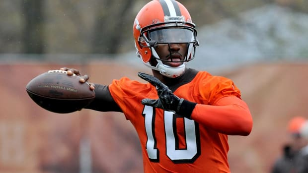 Browns' Hue Jackson: Too early to name starting quarterback - IMAGE
