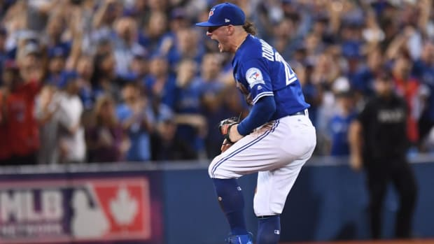 Blue Jays stave off elimination with 5-1 win over Indians in Game 4 - IMAGE