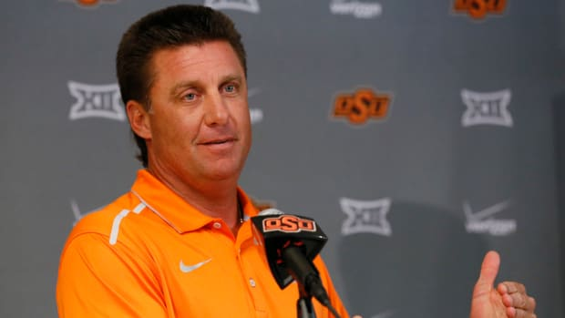 mike-gundy-oklahoma-state-cell-phones.jpg