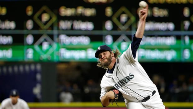 Mariners trade P Wade Miley to Orioles--IMAGE