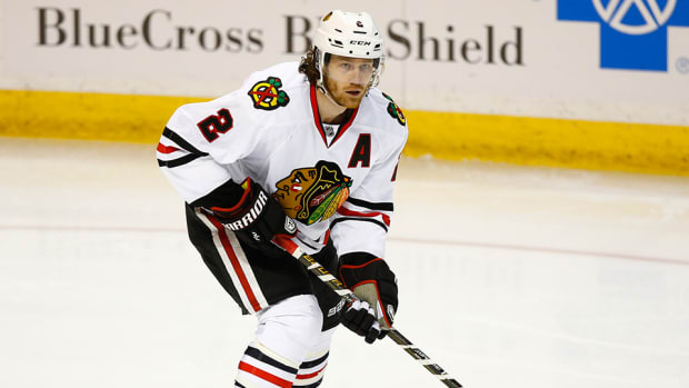 duncan-keith-match-penalty-swinging-stick-charlie-coyle-nhl-960.jpg