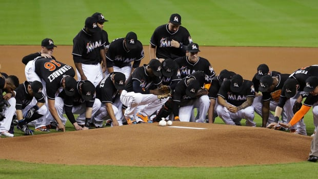 Marlins honor Jose Fernandez with emotional pregame ceremony - IMAGE