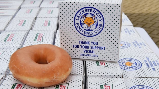Leicester City fans celebrate with free beer and donuts -- IMAGE