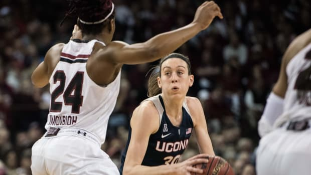 breanna-stewart-uconn-south-carolina.jpg