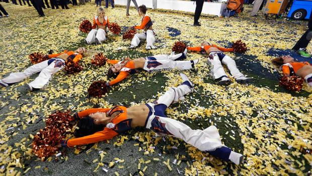 Denver-Broncos-cheerleaders-AP_869031698877.jpg