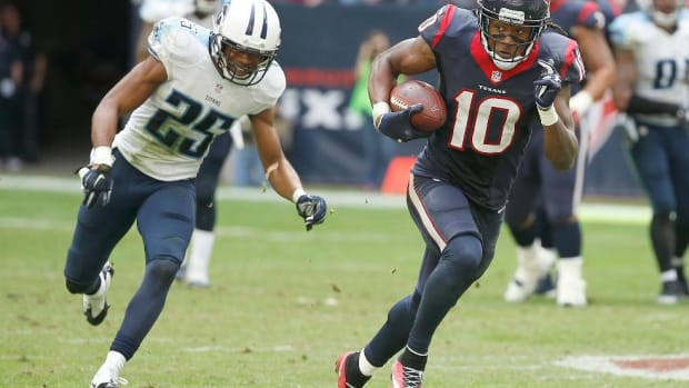 Texans WR DeAndre Hopkins ends holdout, will return to camp --IMAGE