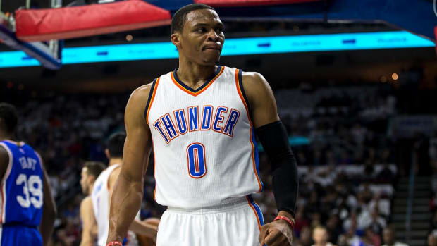 76ers fan who flipped off Russell Westbrook apologizes -- IMAGE