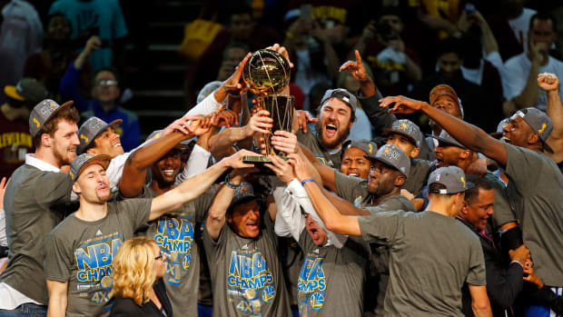warriors-cavs-champagne-comment.jpg