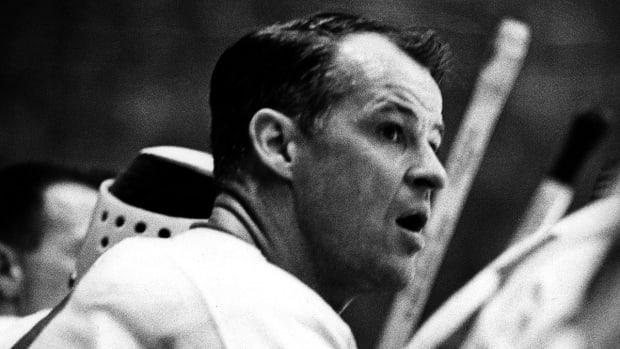 'Mr. Hockey' Gordie Howe passes away at 88 IMAGE
