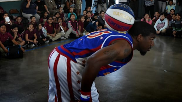 harlem-globetrotters-107-year-old-woman.jpg