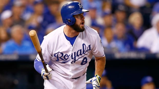 royals-mike-moustakas-contract-arbitration.jpg