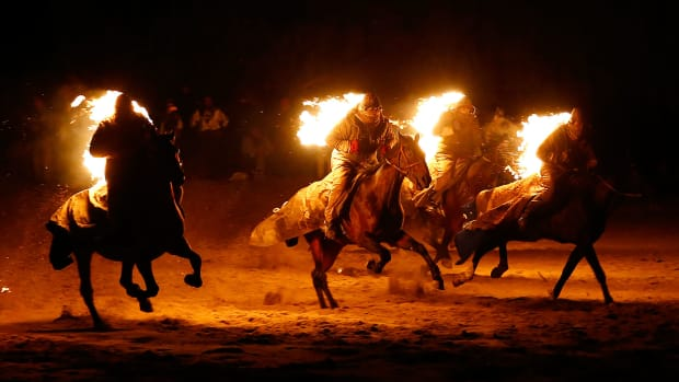 2016-0903-Nomad-horse-riders-on-fire.jpg