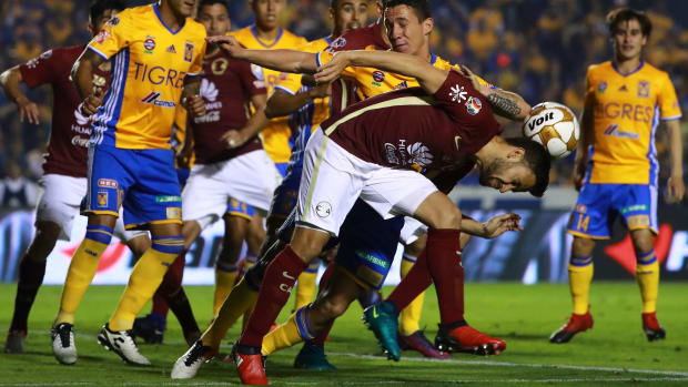 liga-mx-brawl.jpg