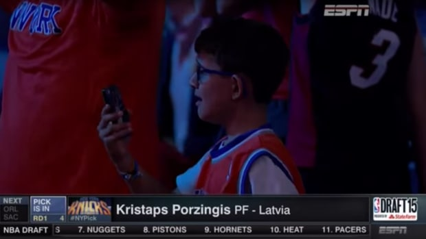 crying-knicks-fan-meets-porzingis.png