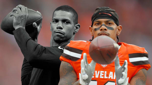 terrelle-pryor-lead-art-black-and-white-and-color-650-362.jpg