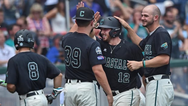Coastal Carolina tops Arizona 4-3 to win College World Series --IMAGE