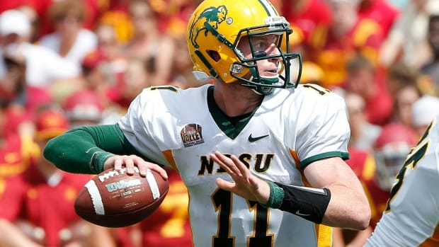 Eagles pick QB Carson Wentz with No. 2 pick -- IMAGE