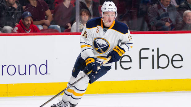 jack-eichel-behind-the-back-assist-sabres-senators-nhl-960.jpg